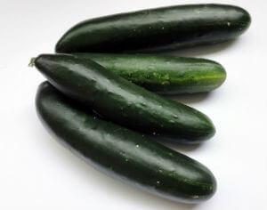 low-carb-snacks-cucumber-tuna-boat